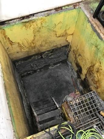 廃液 貯水槽 塗装前