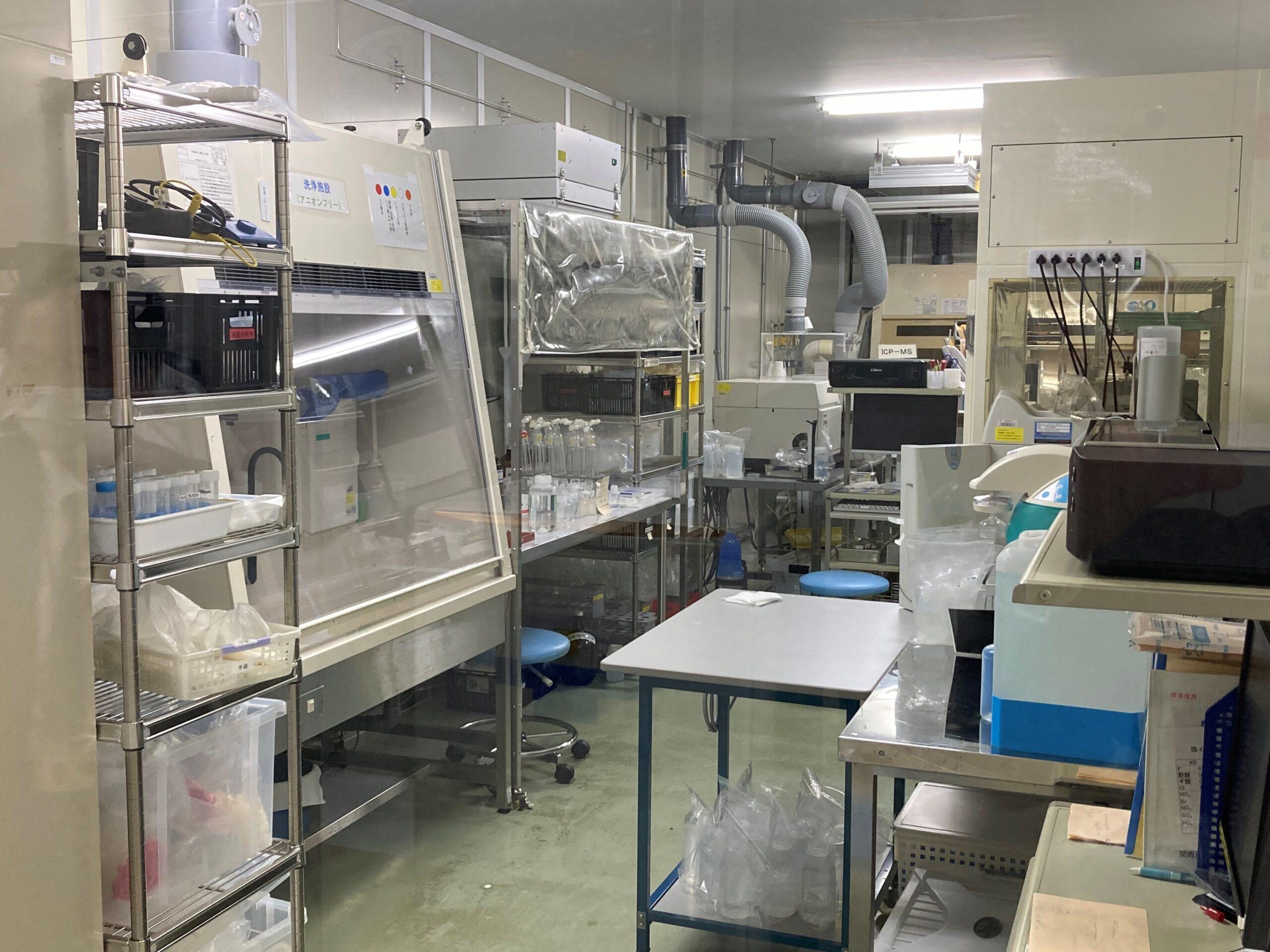 クリーンルーム内で各種実験が可能